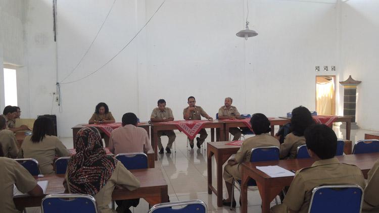 koordinasi Muspika Wonosari, dan Pemdes Baleharo mempersiapkan lomba desa. KH/ Kandar