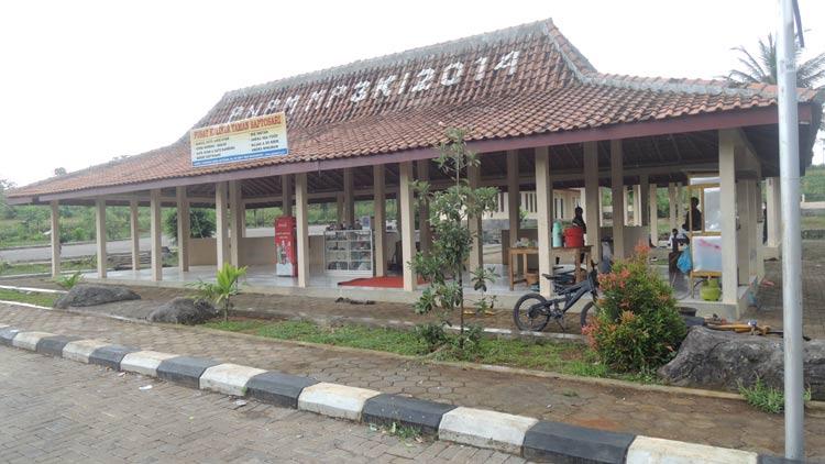Pusat kuliner di Taman Saptosari masih sepi Pedagang dan pengunjung. KH/ Kandar.