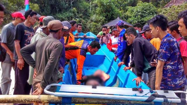 Korban sesaat setelah dievakuasi oleh TIM SAR. KH/ Rado