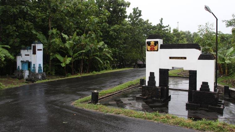 Tugu Tapal Batas Kraton Yogyakarta dan Kasunanan Surakarta Di Ngawen, atau sering disebut Tugu Mataram. KH/ Bara