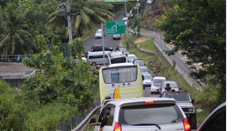 Suasana lalu lintas di jalur wisata kawasan pantai selatan. KH/ Edo