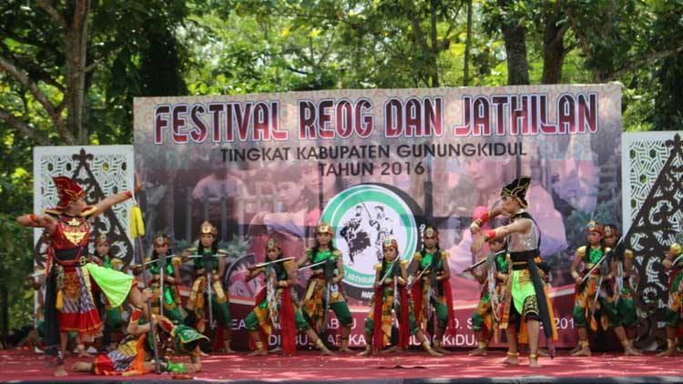 Salah satu penampilan peserta festival Reog dan Jathilan Gunungkidul 2016. KH/ Edo