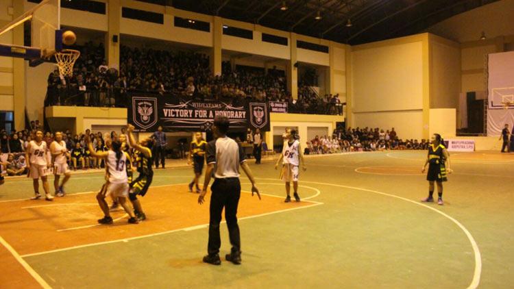 Suasana pertandingan final Basket antar SMA/SMK/MA. KH/ Edo