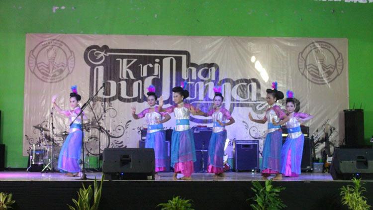 Salah satu penampilan seni tari dalam Kridha Budaya SMAN 2 Playen. KH/ Edo