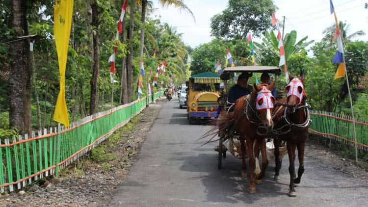 Kereta kuda menjadi salah satu pelengkap saat penilaian Desa Sumbergiri, Ponjong pada lomba desa. KH/ Edo