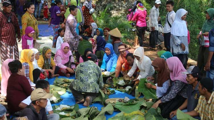 Suasana prosesi Nyadran Gunung Gentong. KH/ Edo