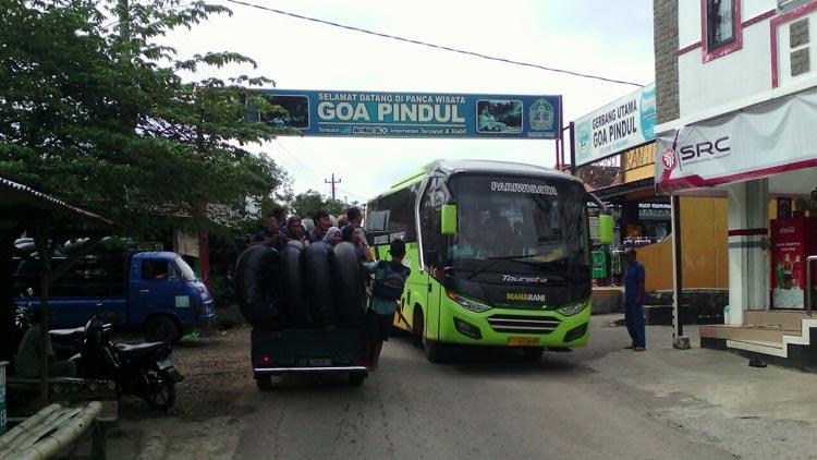 Suasana lalu lintas di jalur pintu masuk Pindul. KH/ Edo.
