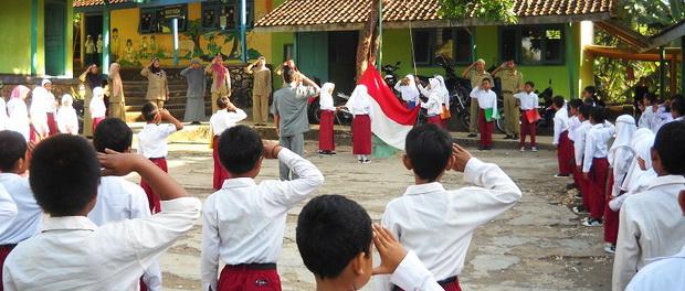 Upacara di sekolah, langkah kecil penanaman nasionalisme dan patriotisme anak muda. KH/Kandar.