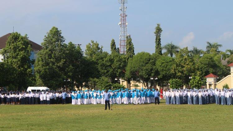 Pelaksanaan upacara peringatan Hardiknas di alun-alun Pemkab Gunungkidul. KH/ Edo.