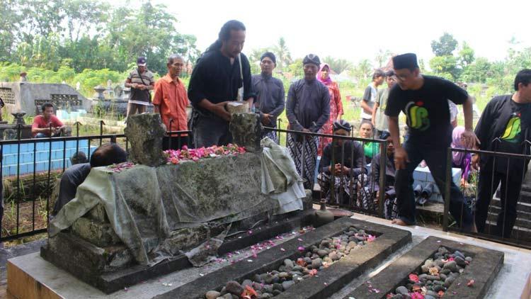 IPG saat ziarah di Makam Ki Demang Wonopawiro. KH/ Edo