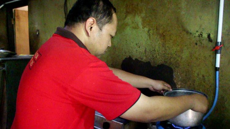 Warga Baleharjo pemanfaat biogas dari TPAS Wukirsari. KH/ Edo