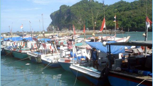 Kapal nelayan di pantai Sadeng. foto: DKP Gunungkidul