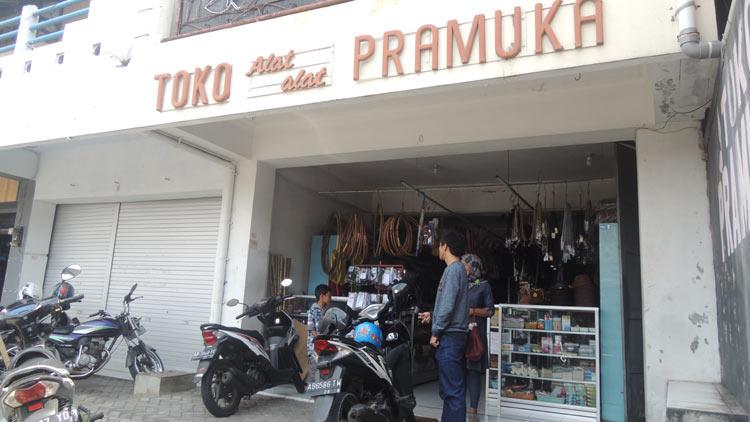 Toko Pramuka di Jl Sumarwi Wonosari, berdiri sejak 1986.