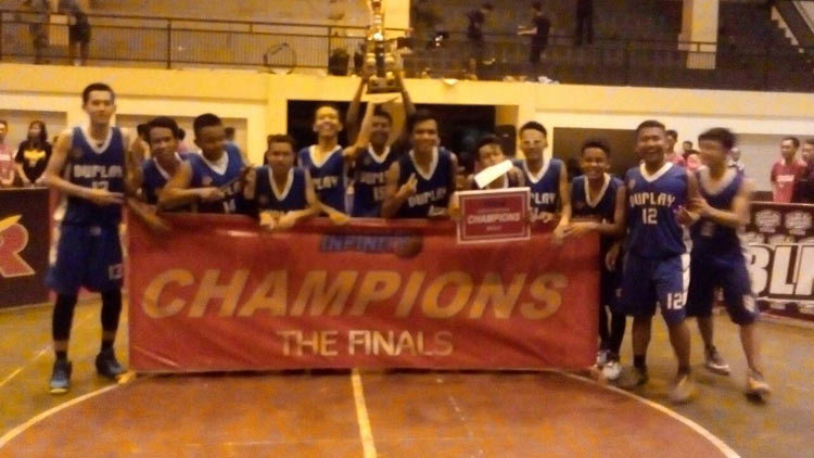 Tim putra SMA N 2 Playen juara kejuaraan basket tahunan SMA N 2 Wonosari. KH