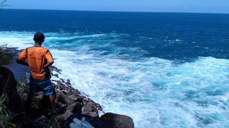 Pencarian korban laka laut pemancing yang terseret ombak. foto dok: Mancing Mania Jogja.
