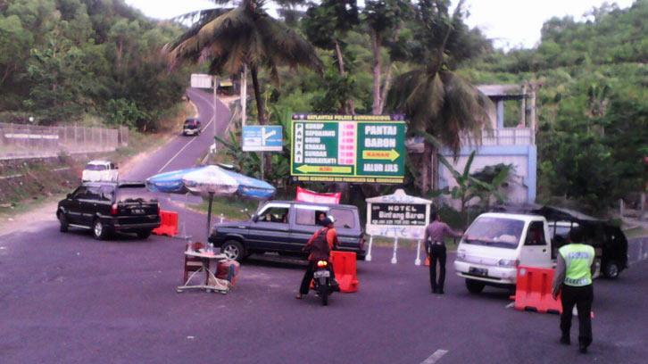 Rekayasa lalu lintas jalur wisata Gunungkidul Simpang tiga Baron-Kukup). KH/ S. Yanto.