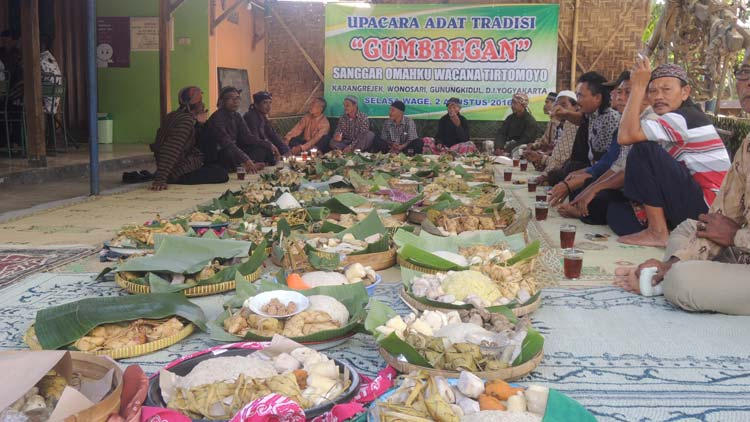 Pelaksanaan tradisi Gumbregan di Padukuhan Blimbing, Desa Karangrejek. KH/ Kandar