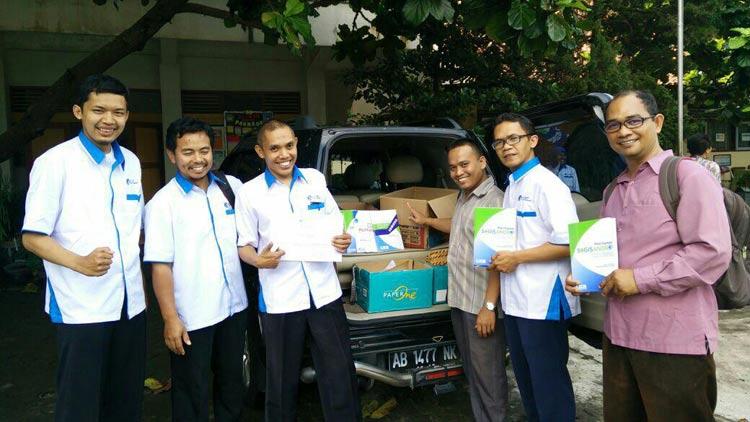 Sugeng Andono bersama anggota IGI dalam sebuah kesempatan (launching IGIMART). KH
