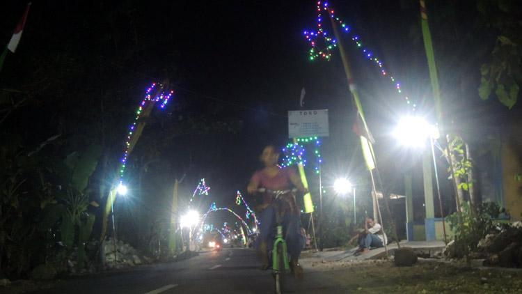 Suasana malam hari di Desa Pulutan. KH/ Kandar