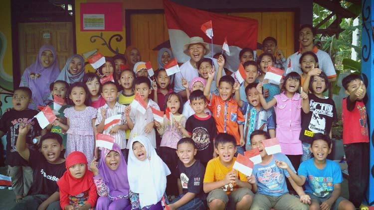 """Komunitas belajar """"Rumah Cerdas"""" diupayakan terbentuk di daerah lain di Indonesia. KH"""