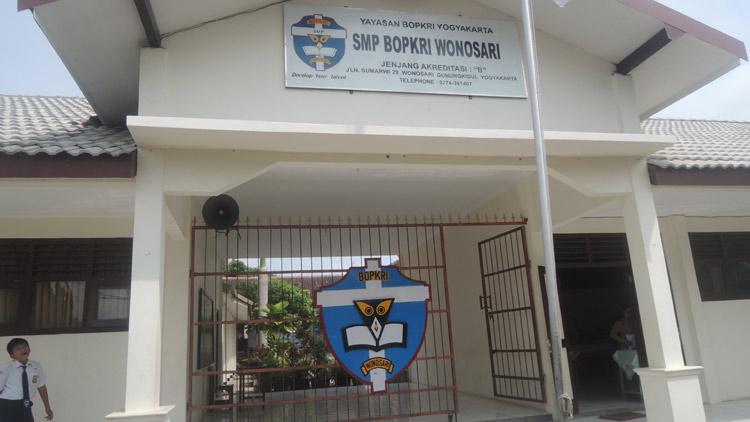SMP BOPKRI Wonosari berdiri sejak Tahun 1948. KH/ Kandar.