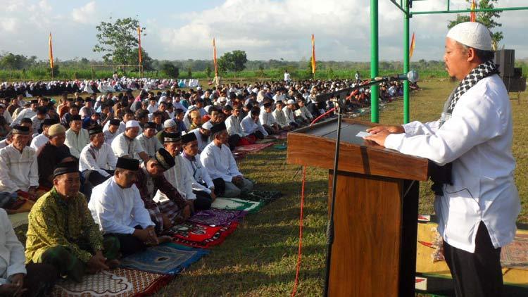 Pelaksanaan Kotbah sehabis Shalat Idul Adha di Playen. KH/ Sarwo