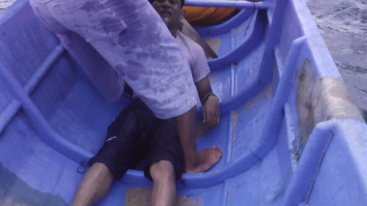 Salah satu korban yang berhasil diselamatkan oelh Tim SAR. KH
