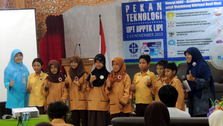 Salah satu kegiatan UPT LIPI Yogyakarta di Gading, Playen, bersama pelajar. dok KH