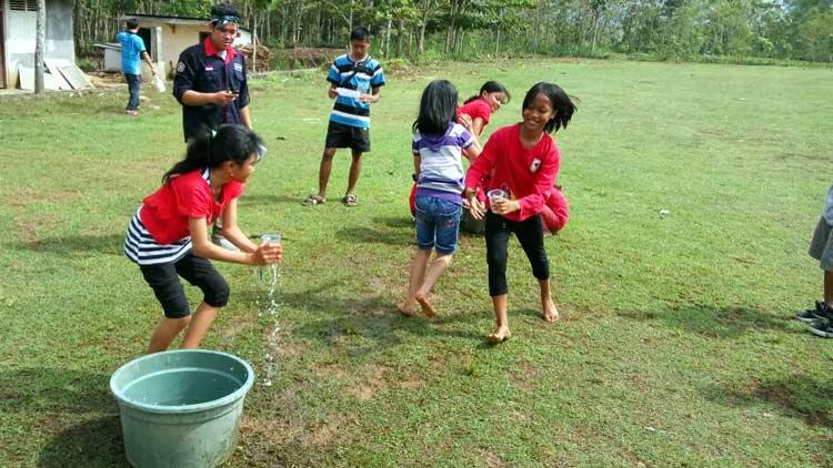 Pelaksanaan BELADEGA, program sekolah alternatif  pelajar SD yang diselenggarakan karang taruna Mekar Pandega Desa Gari, Wonosari. KH