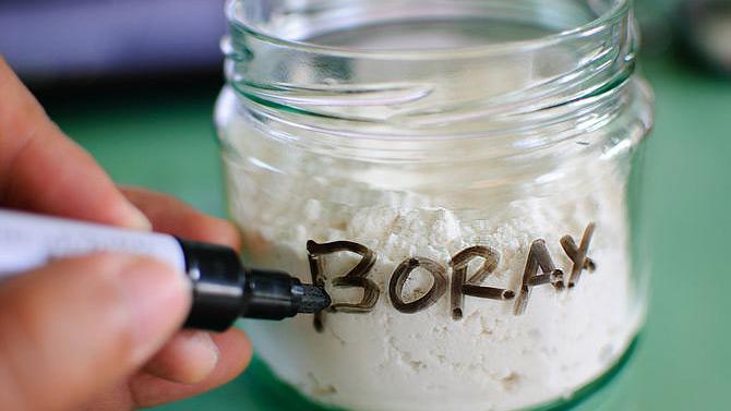 Borax, salah satu bahan kimia berbahaya yang disalahgunakan untuk bahan pangan. Sumber: Internet.