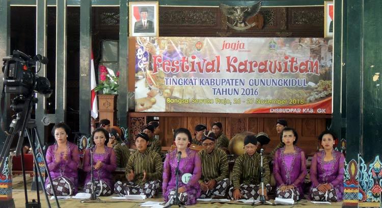 Penampilan kontingen Rongkop pada festival karawitan 2016 di Sewoko Projo. KH/ Kandar.