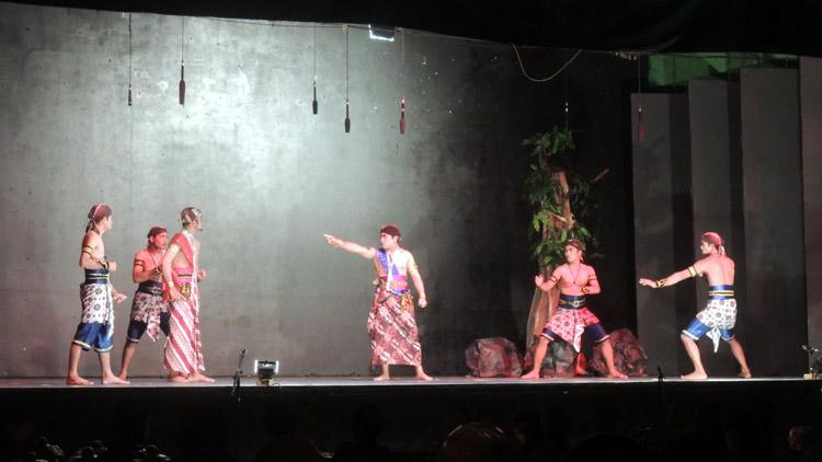 """Salah satu adegan pementasan Kethoprak dari Kecamatan Panggang berjudul """"Sagopi"""". KH/ Kandar"""