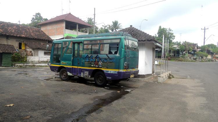 Suasana Terminal Panggang nampak sepi, ada salah satu minibus pintu sudah terkunci menandakan tidak melayani angkutan lagi setelah siang hari. KH/ kandar