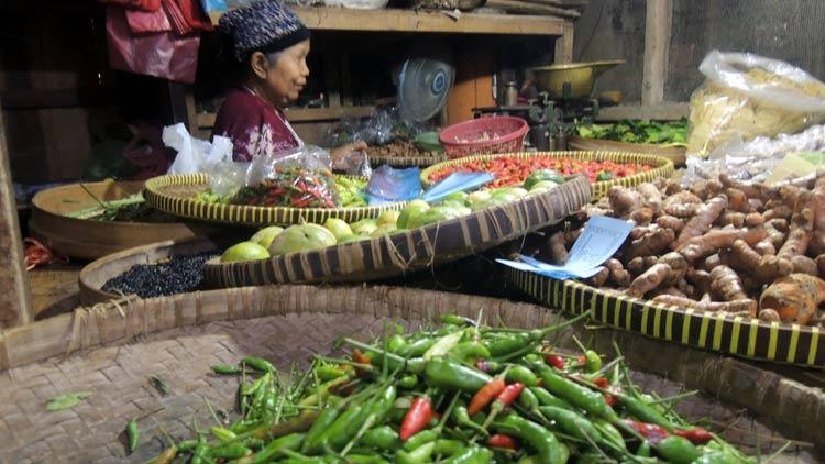 Pedagang cabai di Pasar Argosari sulit mendapat suplai cabai. KH/ Kandar