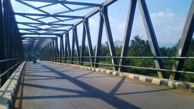 Jembatan permanen. KH