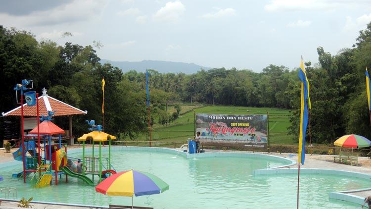 Karangmojo Water Park. berada tepat di depan Balai Desa Karangmojo. KH/ Kandar
