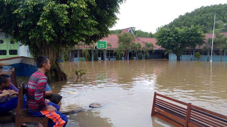 Kondisi SMKN Tanjungsari yang terendam air. KH