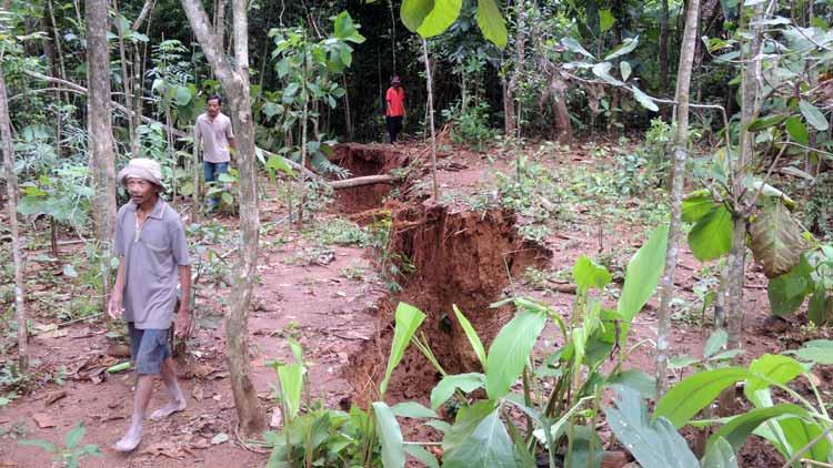 Tanah merekah dan longsor di Pengkol, Nglipar. KH/ Kandar