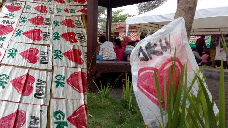 Kantong sampah di Taman Kuliner dan Alun-alun sebagai antisipasi meminimalisir lonjakan sampah yang dibuang sembarangan. insert: ratusan kantong sampah disiapkan. KH