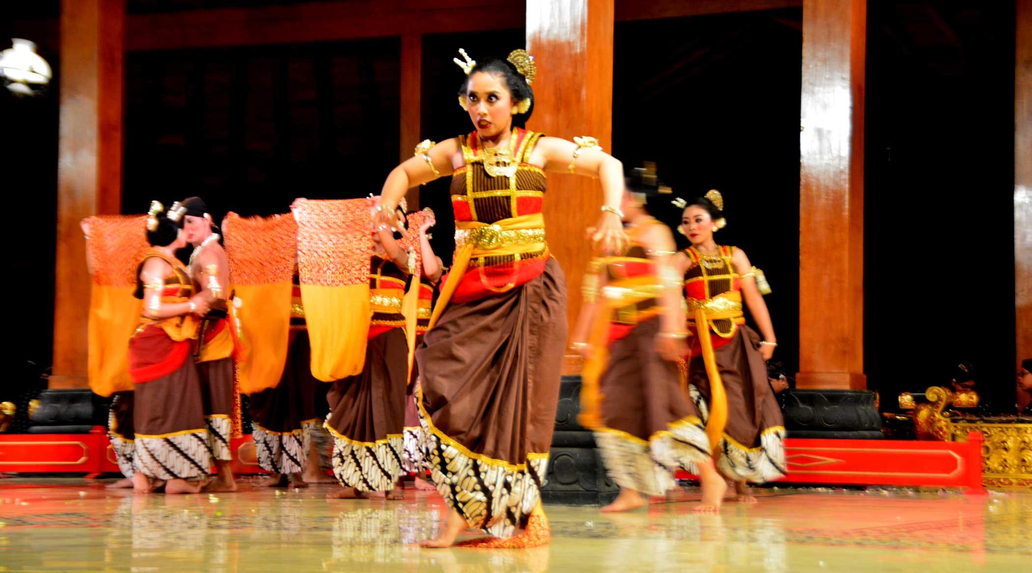 Tokoh Nyi Ingas, Riris Aisyah. Foto: Nara