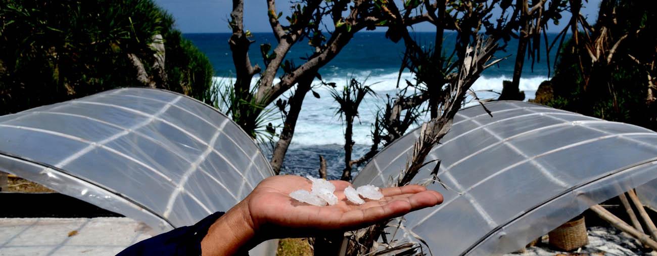 Kristal Garam dari proses penuaan air laut.[Foto:NR]