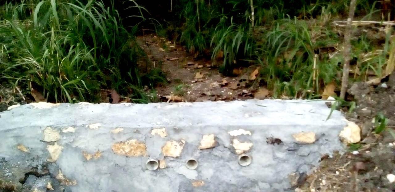 Salah satu embung mini yang dibuat oleh Yanto untuk memanen air hujan musim mendatang.[Foto:Padmo]