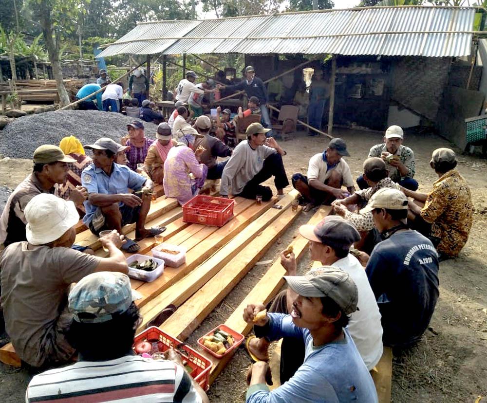 Medang, Mangan, Ngudud.[Foto:eko]