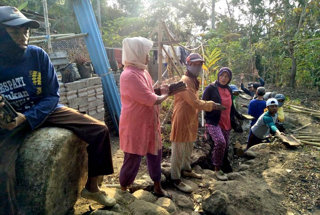 Sambatan 'ngranting gendheng'.[Foto:eko]