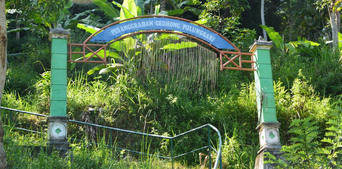 Wiwara masuk ke Pesanggrahan Gedong Pulungsari.Foto:NR