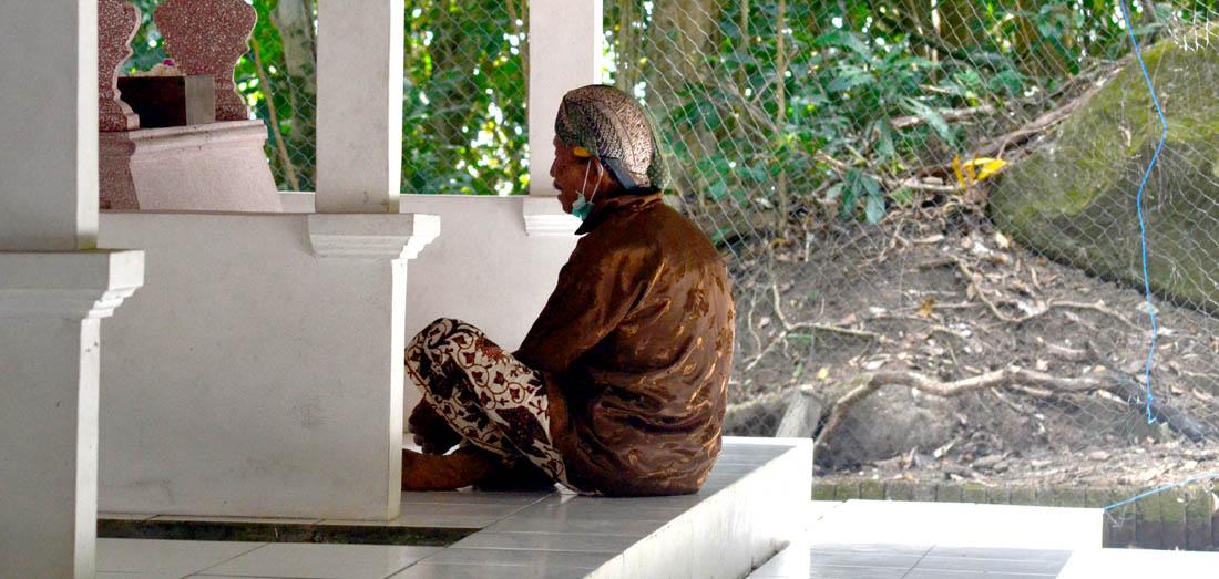 Nyadran: Mengirim doa; Meminta berkah. [Foto:NR]