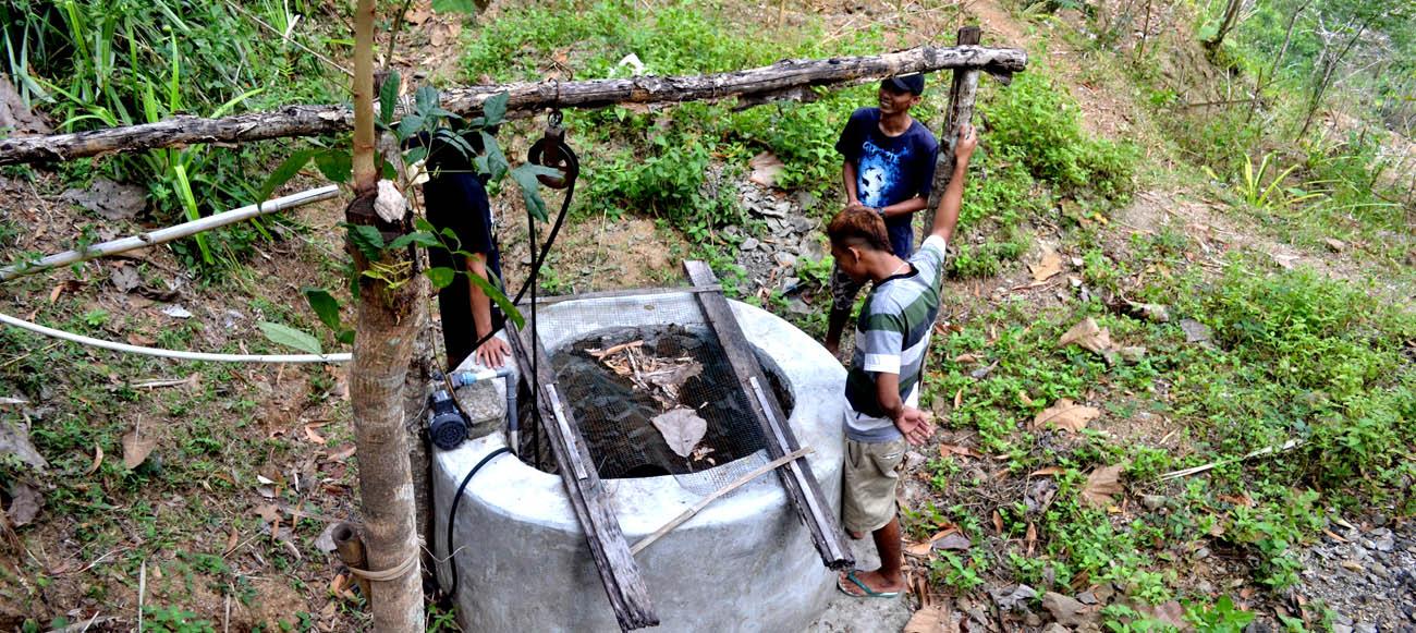 Sumur buatan di daerah tangkapan air yang mengaliri Luweng Sampang.[Foto:NR]