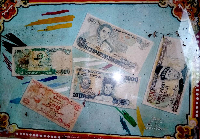 Lukisan Cat Air 'Uang Kertas'; karya Intan GS Bono.[Foto:Padmo]